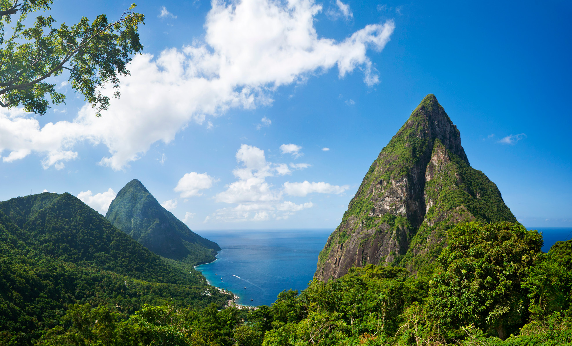 Saint Lucia romantic ladera hilltop pitons