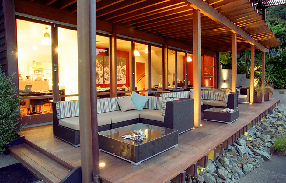 outdoor-lounge-area