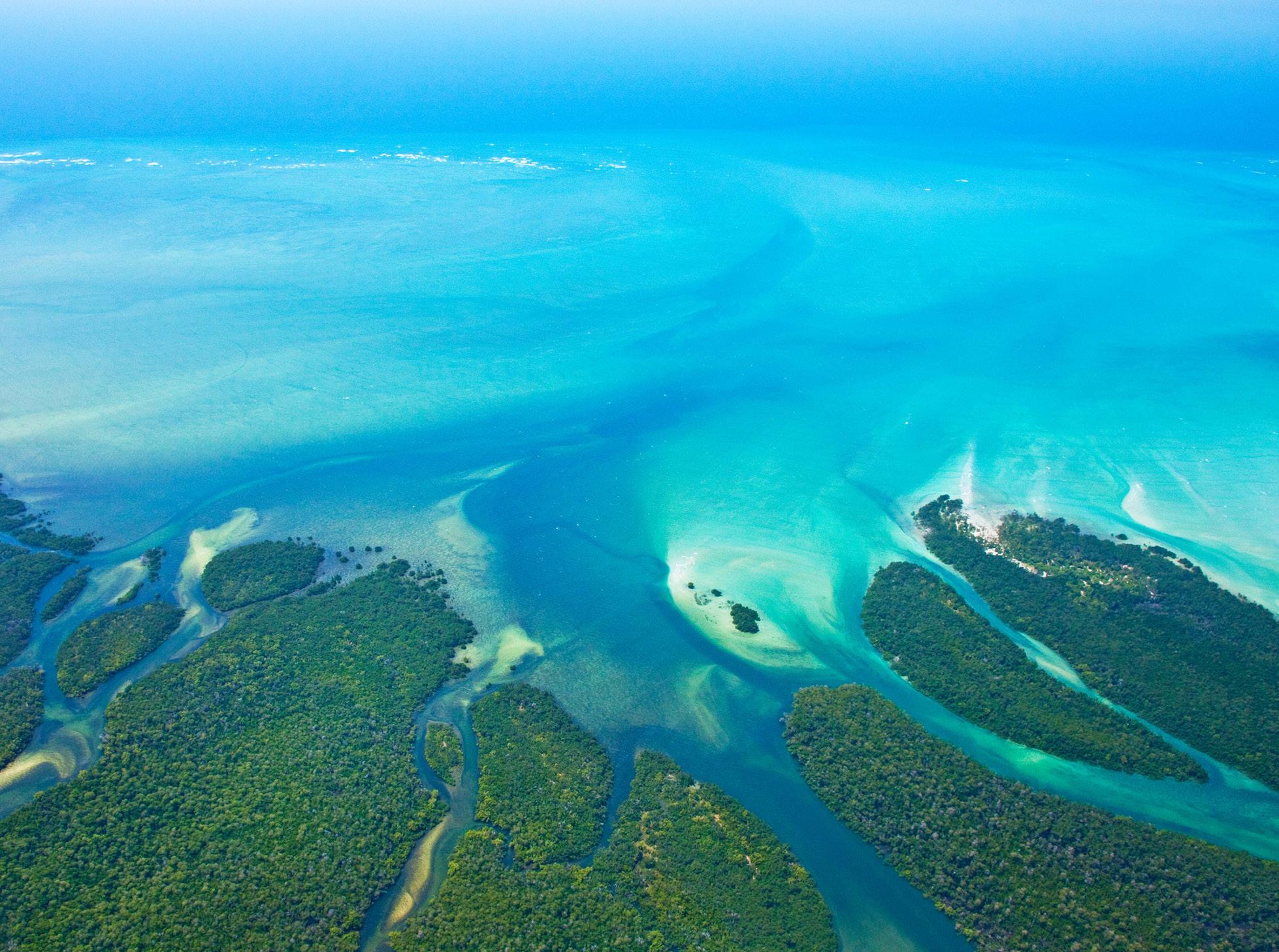 dhow-safari-northern-mozambique-birdseye-view