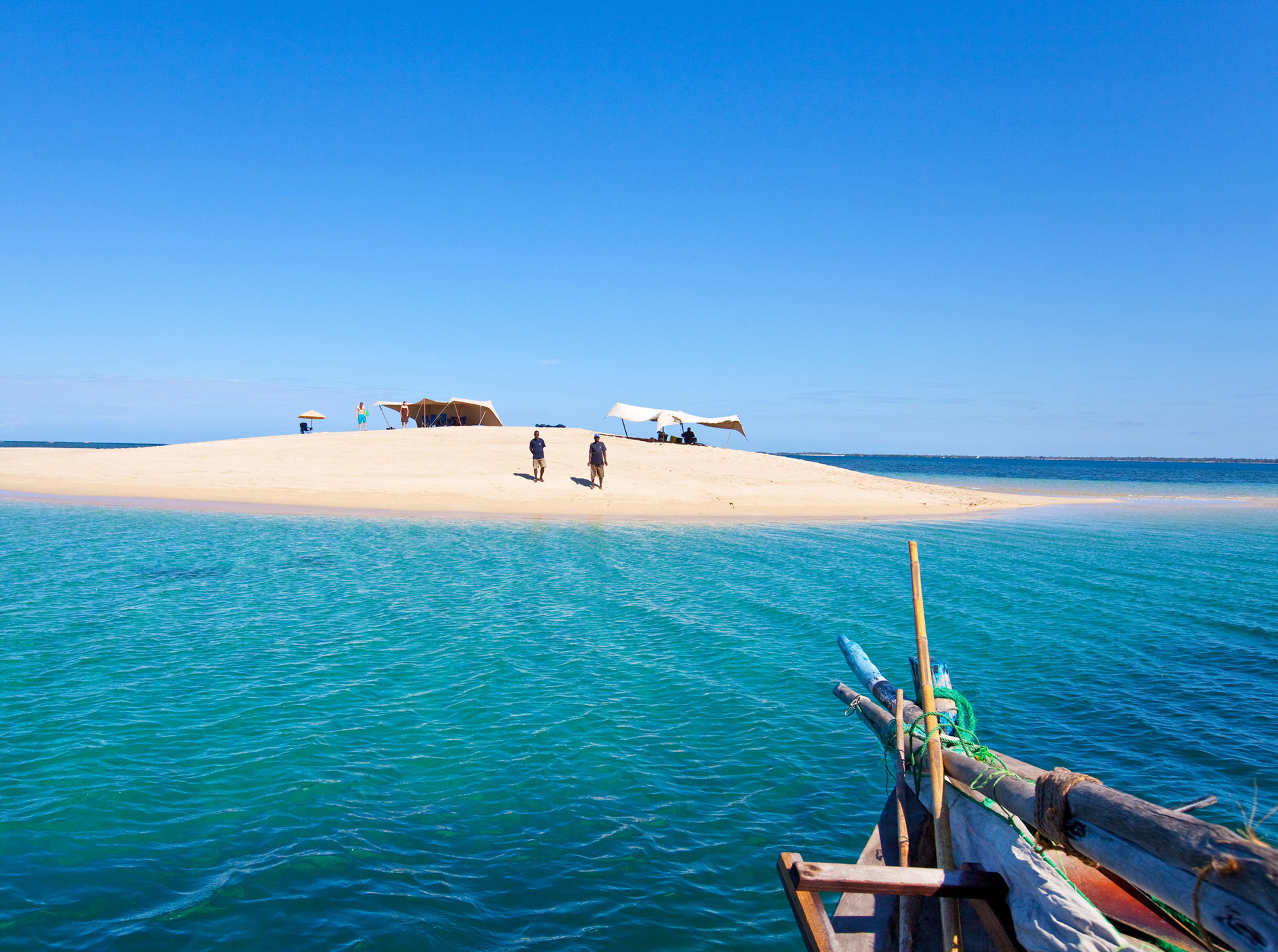 Dhow safari northern mozambique sandbank lunch