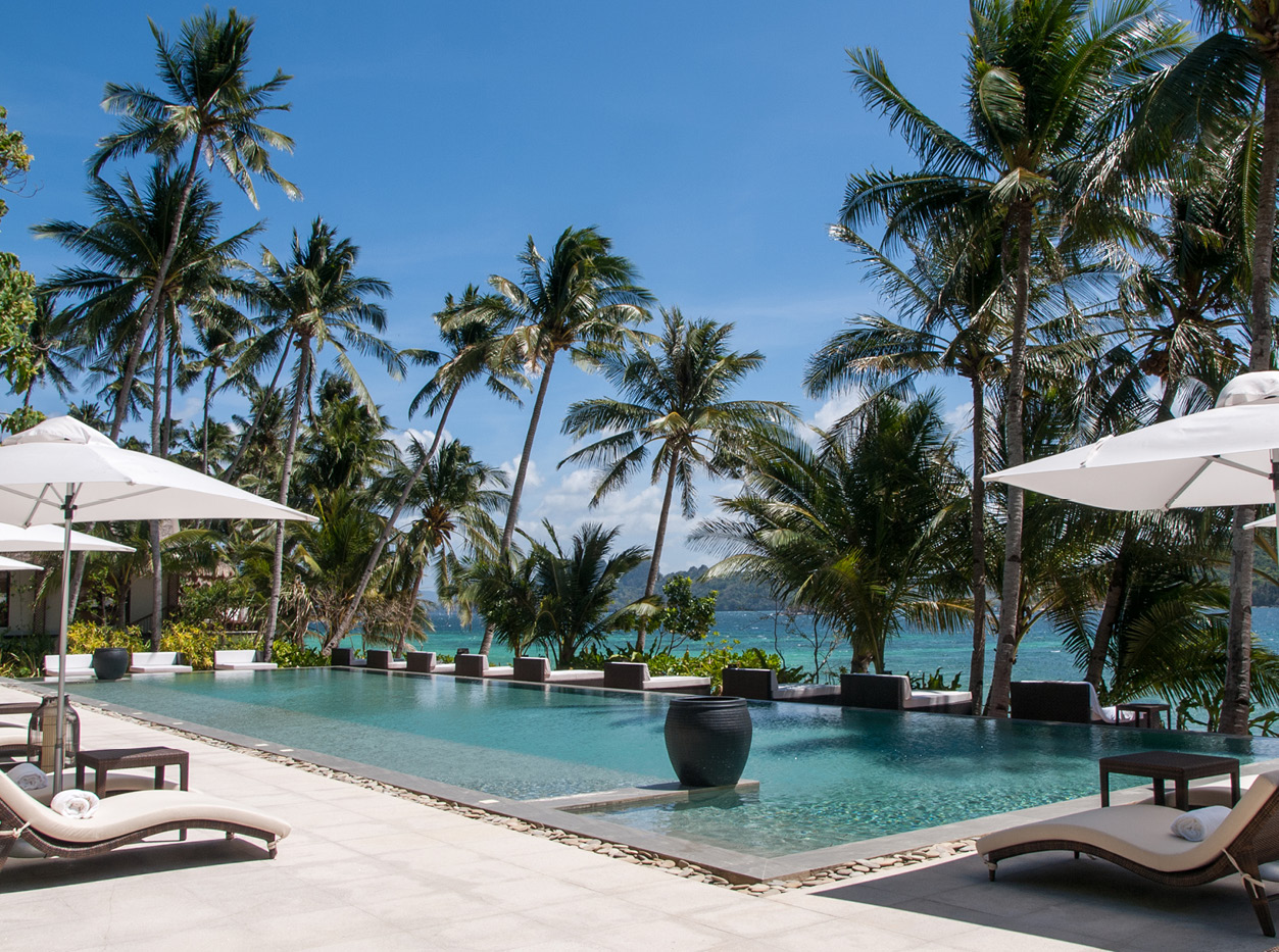 pangulasian-island-main-pool-holiday-in-the-philipinnes