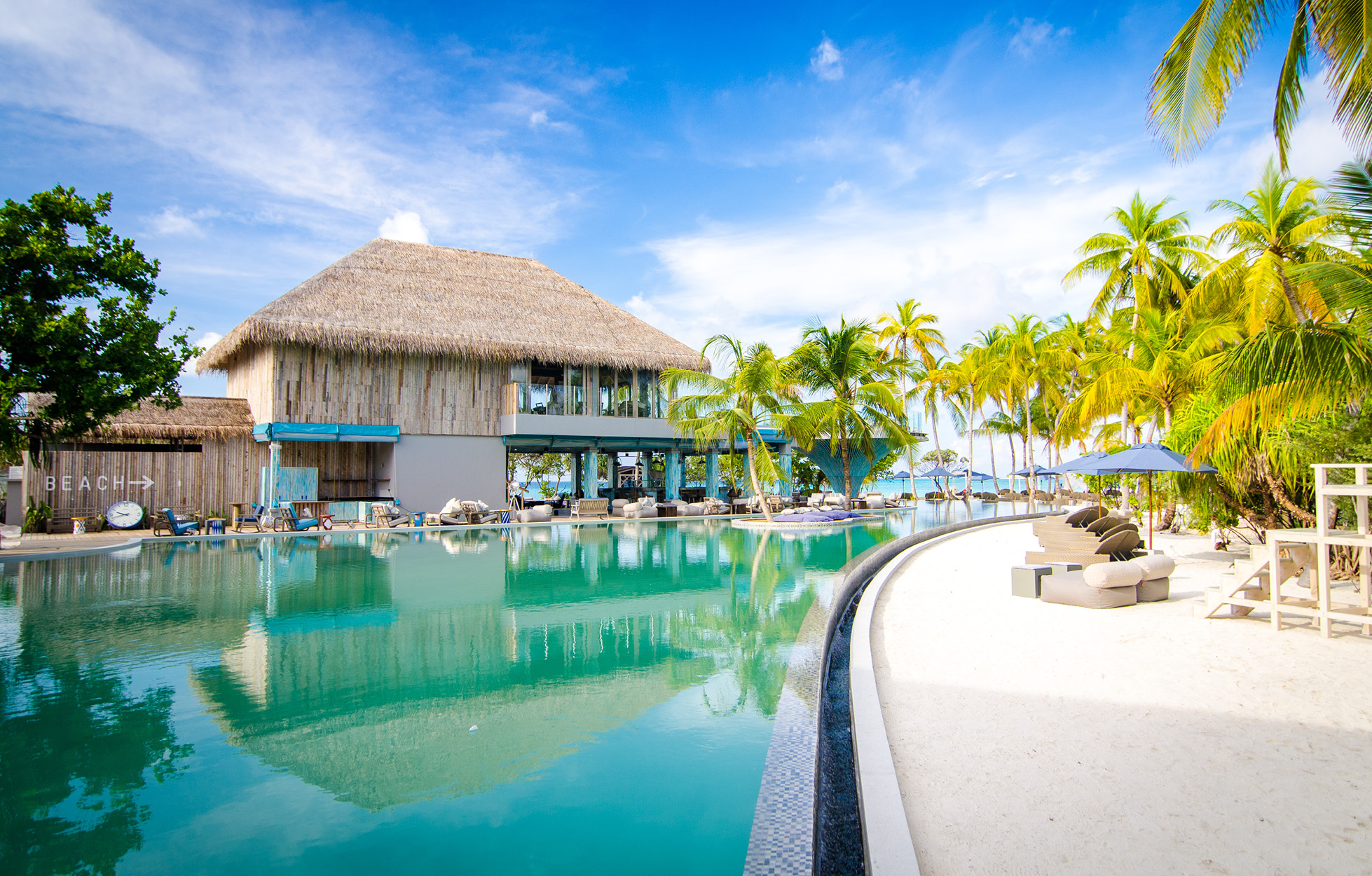 baa-bar-pool-finolhu-maldives